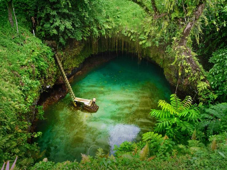 شنا در استخر طبیعی