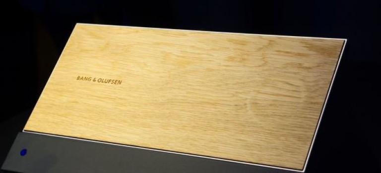 تبلت Bang & Olufsen با کنترلر لمسی از جنس چوب