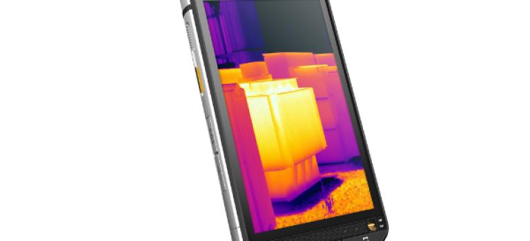 اولین تلفن هوشمند مجهز به دوربین حرارتی رسماً معرفی شد