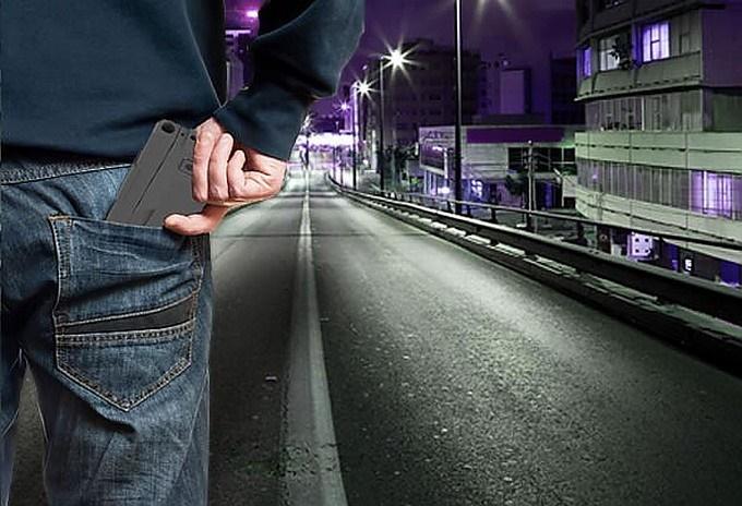 16-3-26-1034151458895152_pistolet-smartfon-001