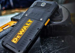 DeWalt از تلفن هوشمند بسیار مقاوم خود با نام DeWalt MD 501 رونمایی کرد