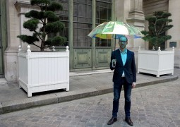 Oombrella چتری که احتمال بارش باران را پیش بینی می کند
