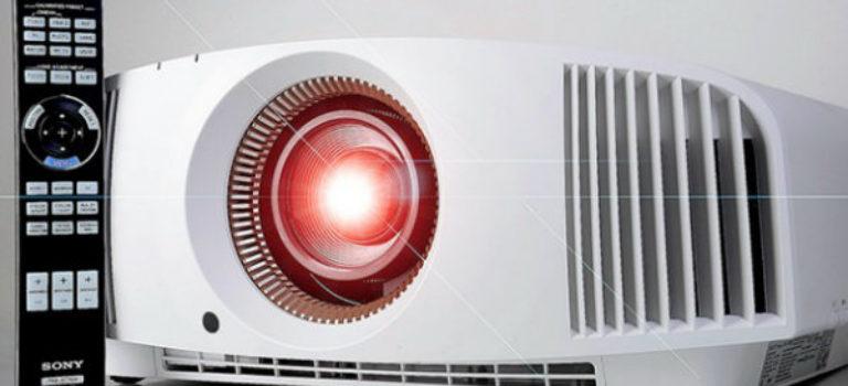 سونی از پروژکتور ۴K جدید خود با پشتیبانی از HDR پرده برداشت